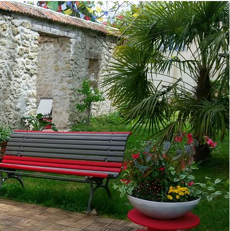 Posez un banc sur votre terrasse, apprenez à faire des pauses.
